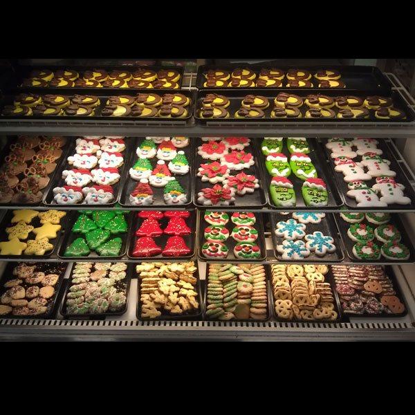 sldr-bakery-christmas-cookies-display